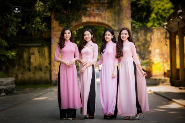 Vẻ đẹp duyên dáng của phụ nữ Việt Nam qua những mẫu áo dài