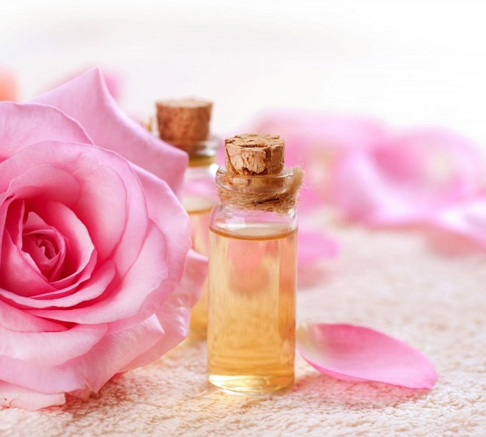 Sử dụng tinh dầu hoa hồng