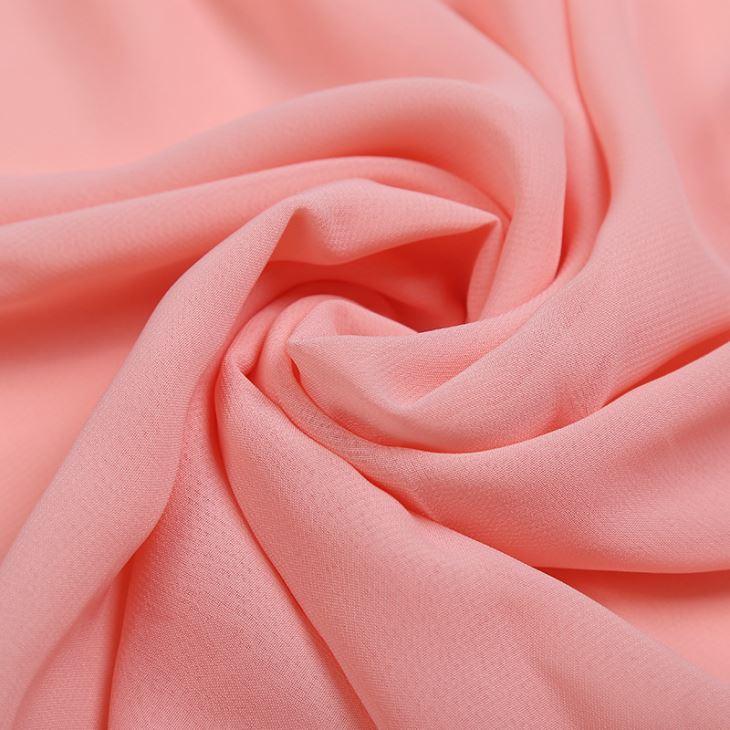 Đặc tính của vải Chiffon vốn dĩ đã mềm mịn, nhẹ nhàng