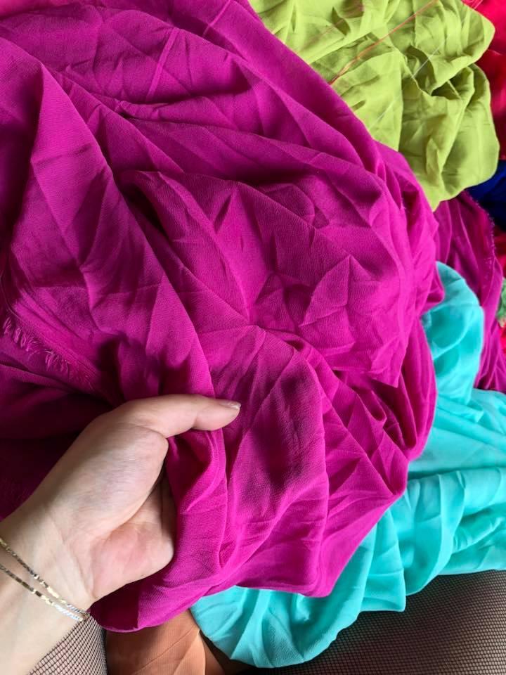 Cuối cùng hãy định hình lại form dáng của trang phục và treo trên giá ở khu vực sạch sẽ, thoáng mát.
