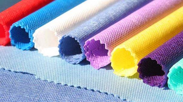 Vải không dệt có tên như vậy vì nó không được dệt giống như các loại vải khác