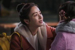 """Kim Tae Hee thoát kiếp """"bình hoa di động"""" trong phim mới HI BYE, MAMA"""