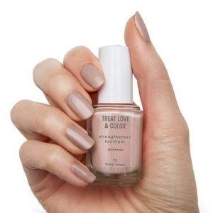 Essie Treat Love & Color Nail Polish & Strengthener chiết xuất collagen và hoa trà